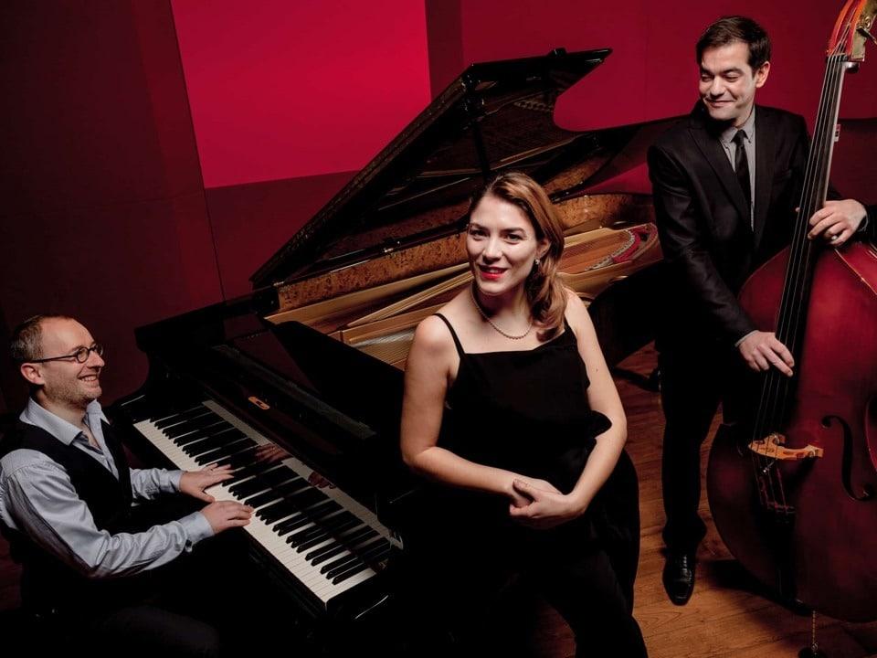 trio All that jazz par supernova productions.